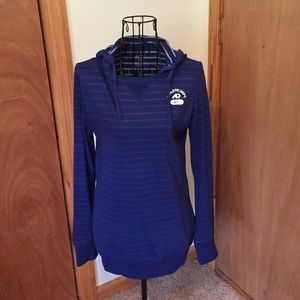 Nike fitted pull over💙